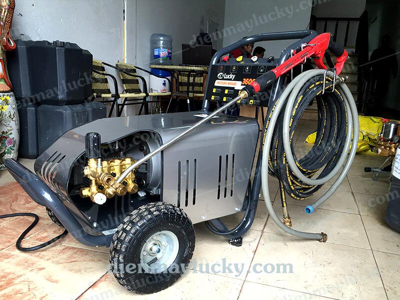 máy rửa xe cao áp lucky