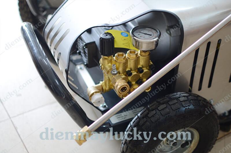 máy rửa xe ô tô cao áp lucky